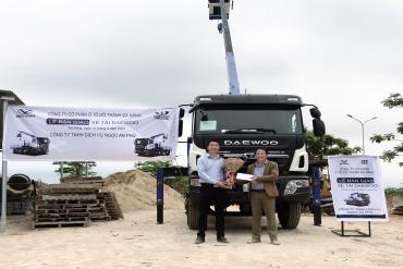 Lễ bàn giao xe tải cẩu DaeWoo