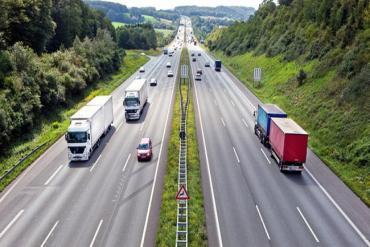 Lùi xe trên đường cao tốc: Có thể bị phạt tới 18 triệu đồng