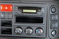 Radio, máy nghe nhạc và cụm điều khiển hệ thống điều hoà nhiệt độ