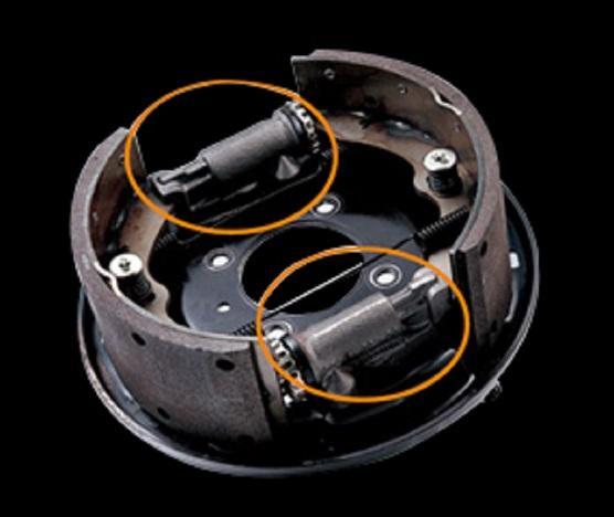 Hệ thống phanh tang trống thuỷ lực 2 dòng, trợ lực chân không