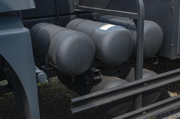 Trang bị 5 bình chứa khí nén